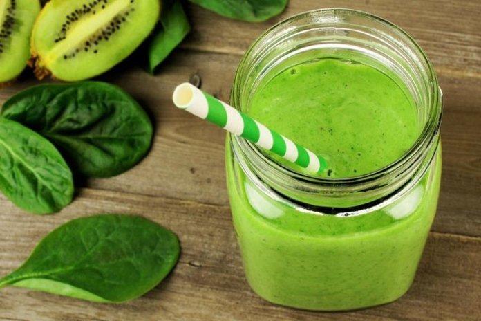 Зеленый смузи из шпината