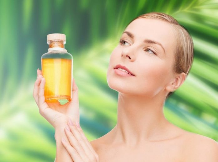 Женщина и оливковое масло
