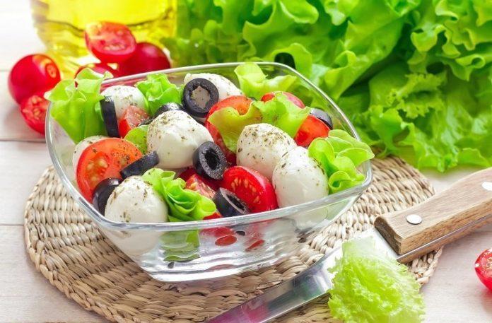 Греческий салат с маслинами