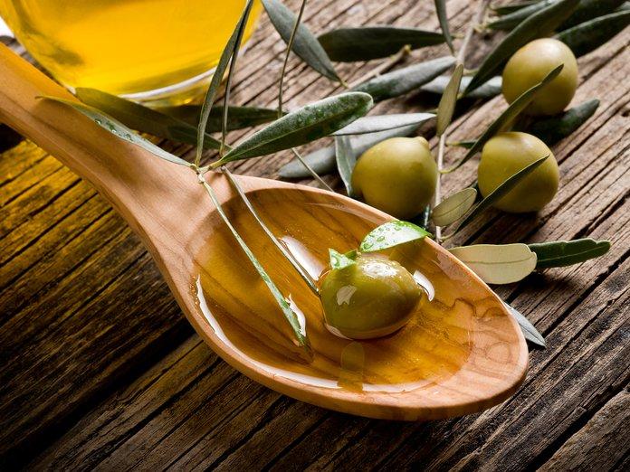 Оливковое масло и олива