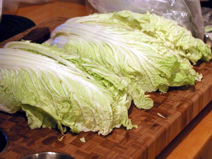 Листы китайской капусты
