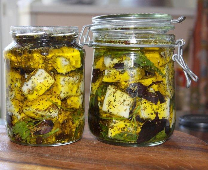 Сыр маринованный в оливковом масле