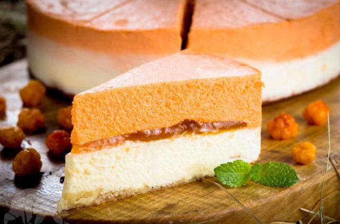 Сливочный пирог с морошкой