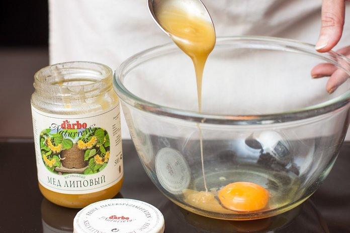 Мёд с яйцом от катаракты