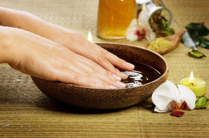 Ванночка для рук с маслом чайного дерева