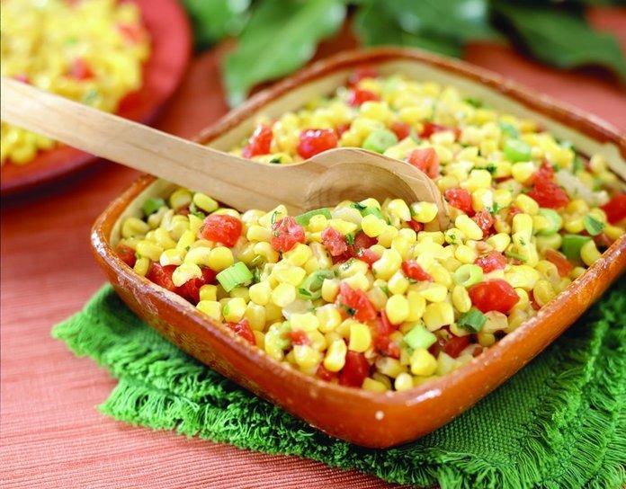 Кукурузные зерна в салате