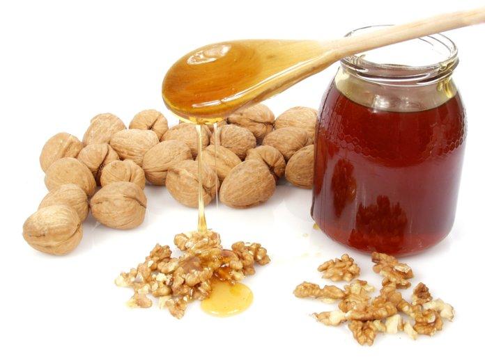 Мёд и грецкие орехи