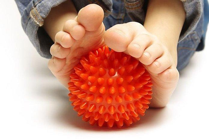 Упражнение с резиновым мячом