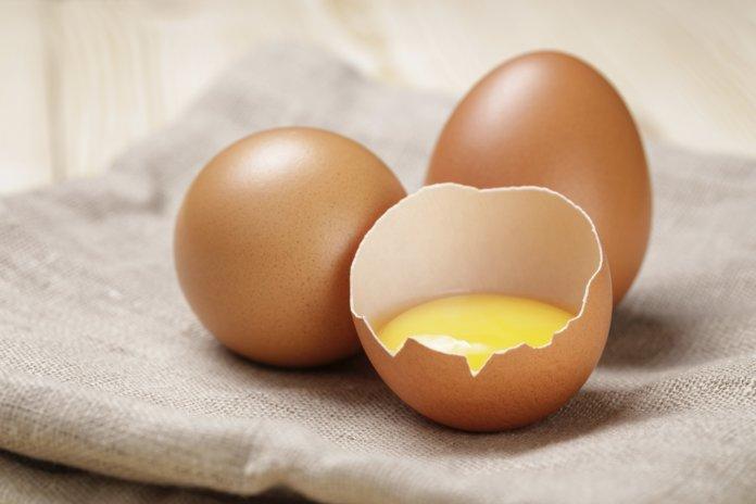 Яичный желток для рецепта от перхоти