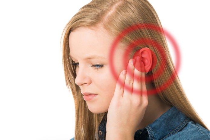 Болит ухо: что делать?