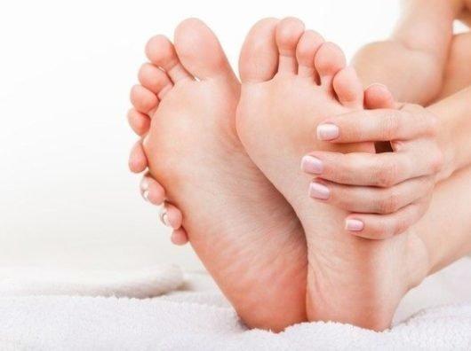 Нарост на пальце ноги — как избавиться от бородавки на подошве