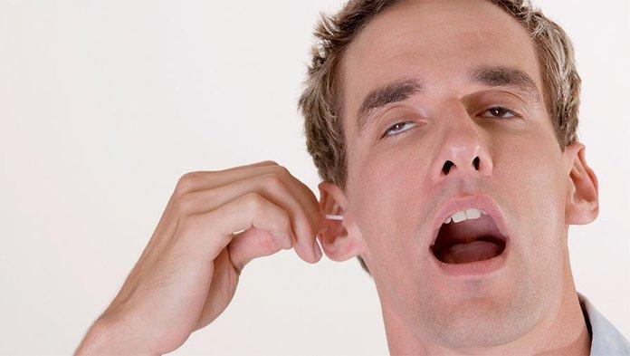 Ватные палочки в ухе