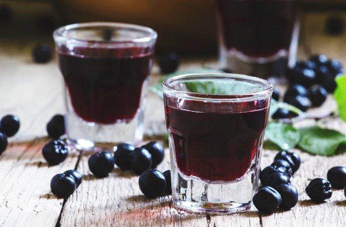 Спиртовая настойка из черной смородины