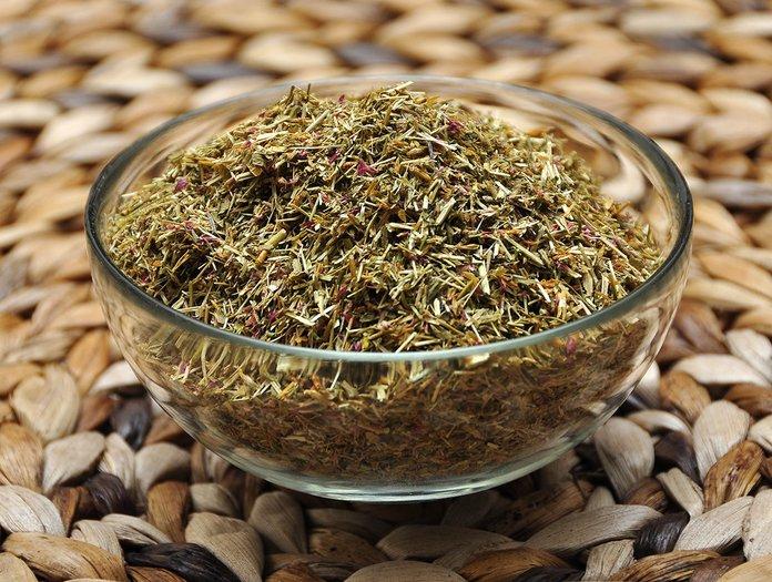 Сушенная трава золототысячника