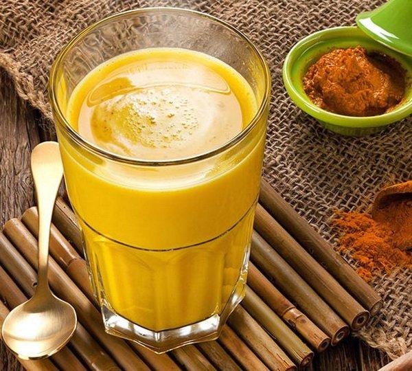 Куркума с молоком отлично помогает вылечить гастрит