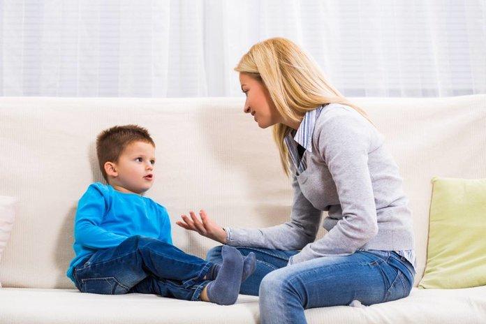 Мама беседует с ребенком