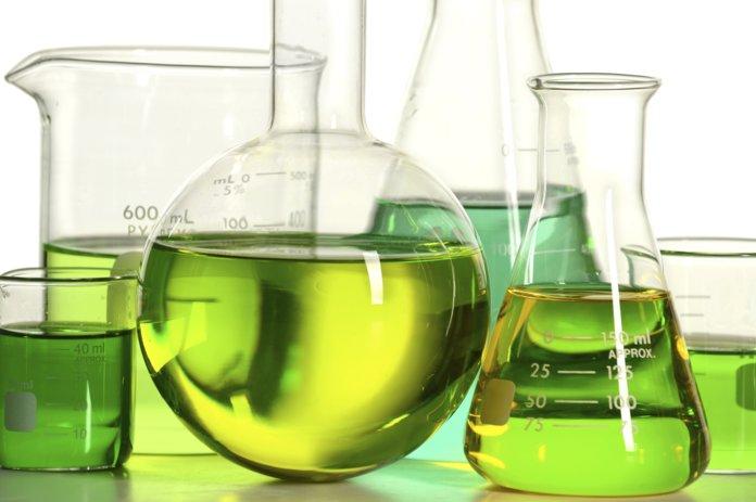 Склянки с химическими растворами
