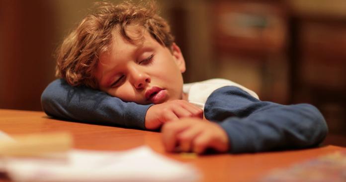 Уставший мальчик