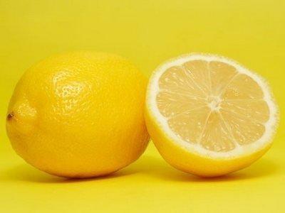 лимоны обесцвечиваю волосы