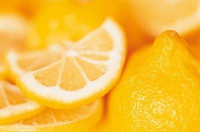 лимон имеет яркий окрас