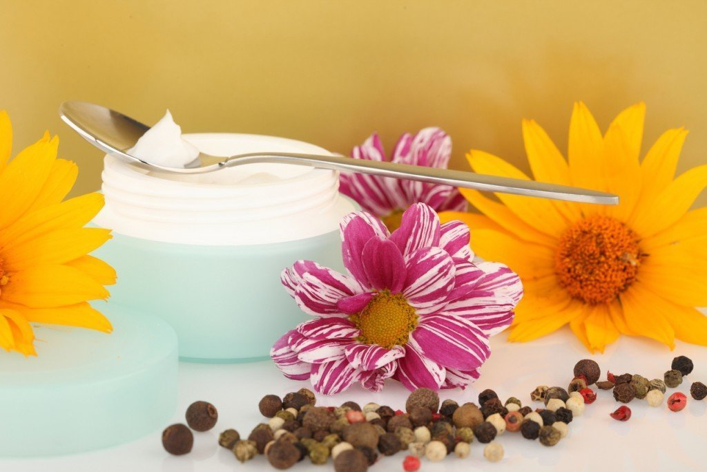 Лечение молочницы у женщин аптечными препаратами (свечами и таблетками)